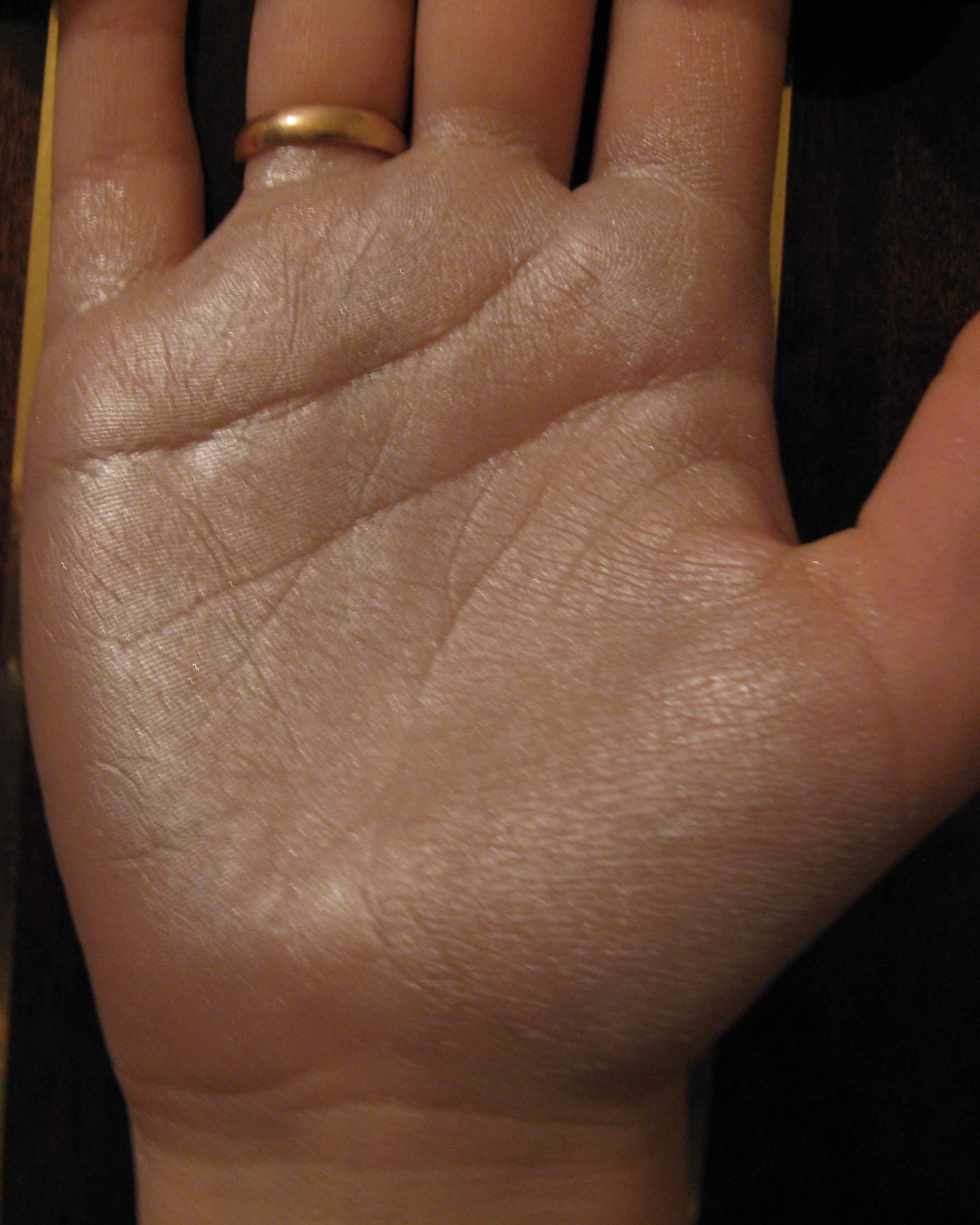 кольцо юпитера на руке